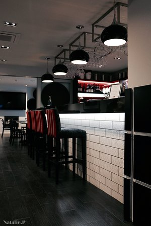 Quench Restaurant + Wine Bar: The New Barrel Room Bar
