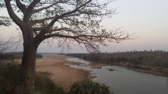 Chiredzi, زيمبابوي: River gorge view to the left