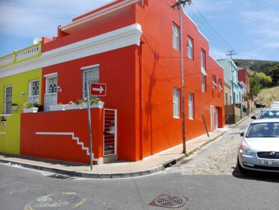 Кейптаун, Южная Африка: Colourful houses, cobblestone streets