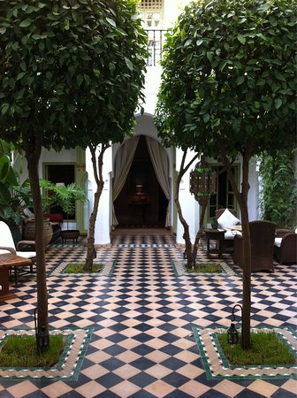 Riad Camilia: The main courtyard, complete with small pool