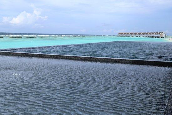 Kuramathi: Einer der Pools
