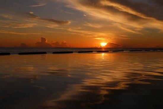 Κουραματί: Sonnenuntergang an der Laguna Bar