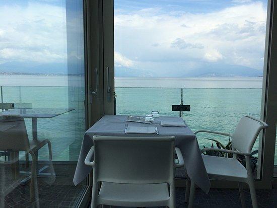 Veduta dai tavoli - Foto di Le Terrazze, Desenzano Del Garda ...