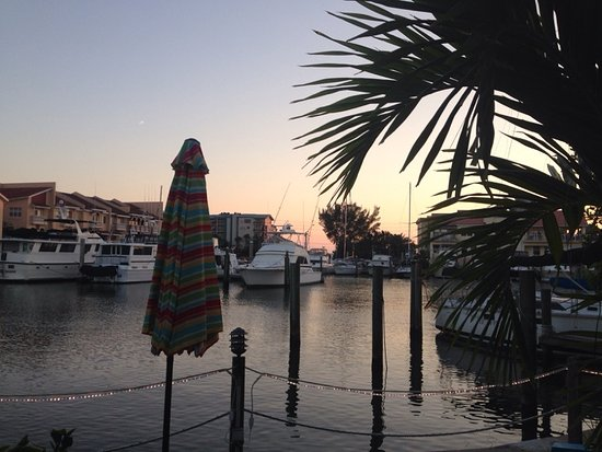 Changing Tides Cottages: sunset on the bay