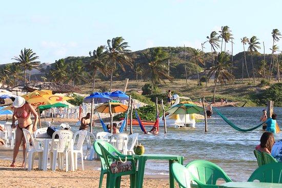 Resultado de imagem para A praia de Caraúbas