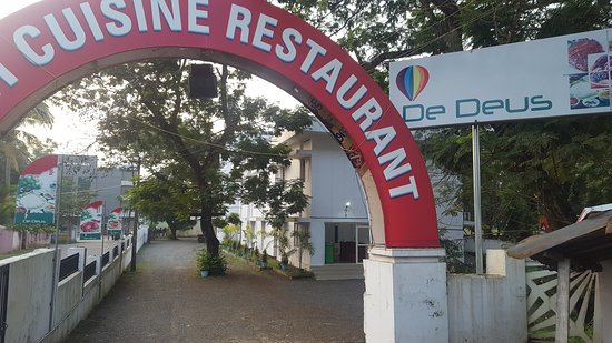 Changanassery, India: DeDeus Restaurant And Municipal Park