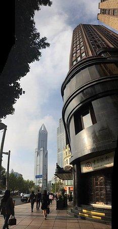 Park Hotel Shanghai: Walking back to hotel