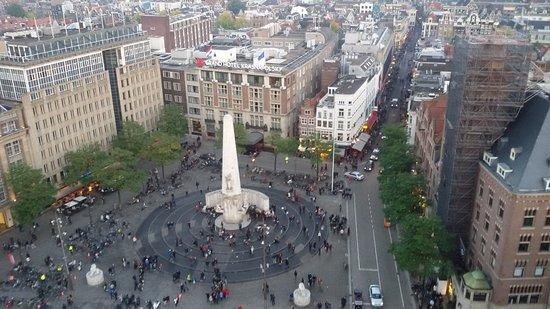 Doria Hotel Amsterdam: hotel con tende rosse....visto dalla ruota panoramica
