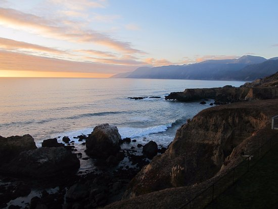 Shelter Cove, CA: Amazing sunset view from our room!