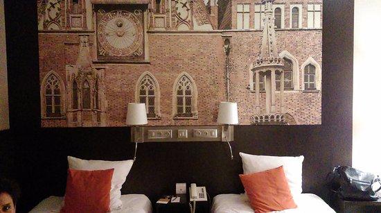 Mercure Wroclaw Centrum: Ratusz wrocławski w pokoju hotelowym :))