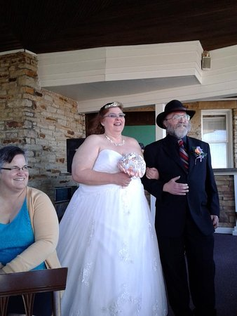 Historic Summit Inn: here comes bride 2