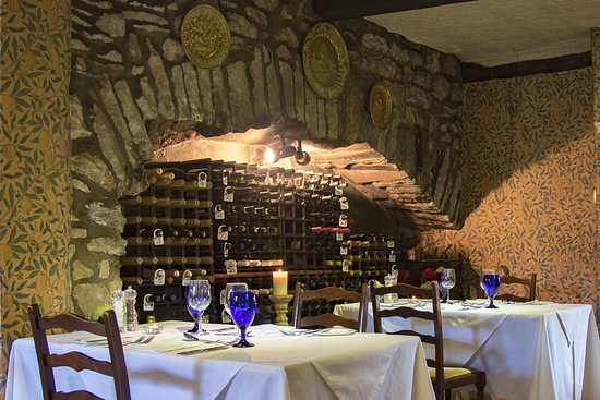 Austwick, UK: Main dining room tables and wine racks - The Traddock