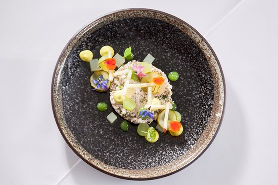 Austwick, UK: White Crab Starter - Cucumber, Dill, Apple & Crème Fraiche