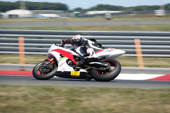 Evolve GT: Motorcycle track day learning