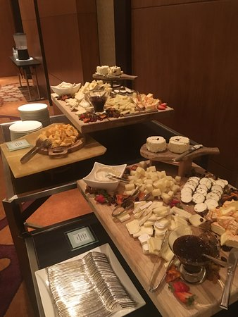 Four Seasons Hotel Denver: cheese and crackers
