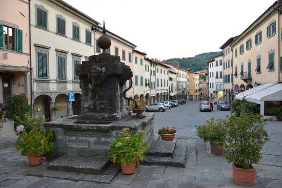 Piazza Tanucci (La Piazza del Ciclone)