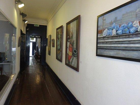 Gallery Hostel: Couloir de l'entrée