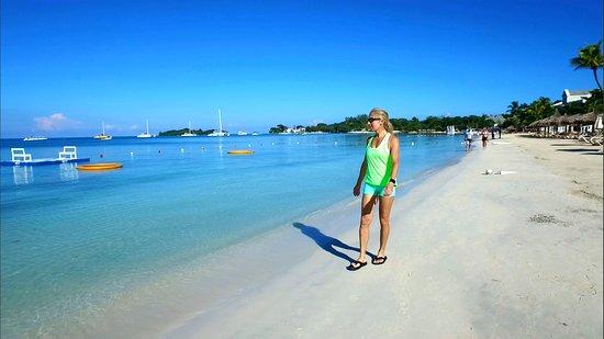 Sandals Negril Beach Resort & Spa: Stroll on Beach