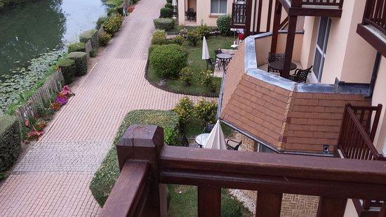 Connelles, Γαλλία: Vista desde el balcón del apartamento