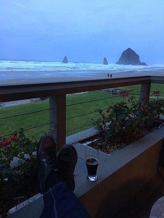 Stephanie Inn: Relaxing on the balcony