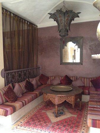 Riad Lorsya: Lobby