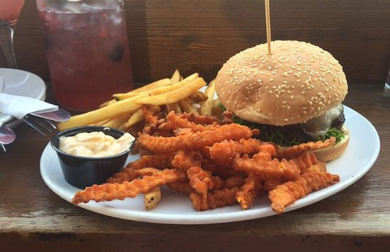 Elk and Oarsman Kitchen and Bar: I highly recommend the Elk Burger!