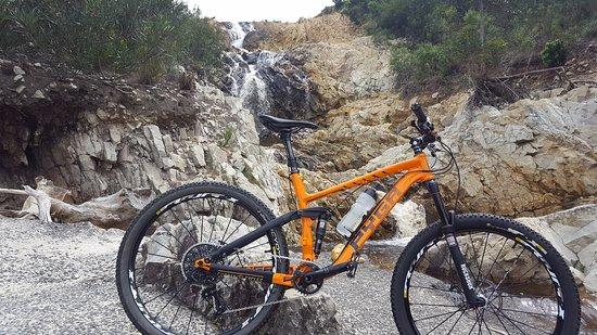 Hermanus, Sudáfrica: River crossing on the rental bike