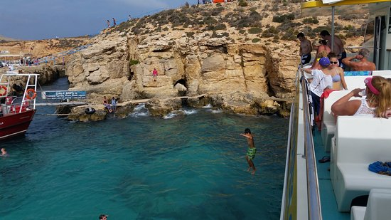 Bugibba, Malta: Jumping off from top deck at Blue Lagoon