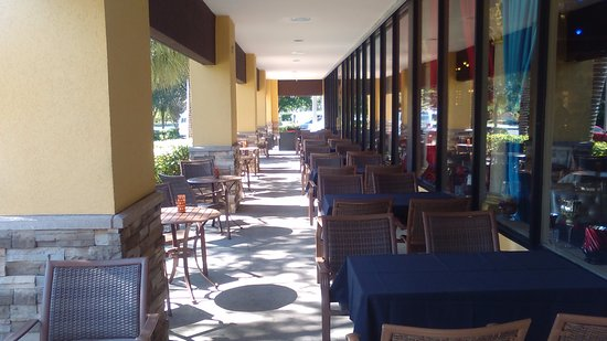 outside seating picture of la vie lebanese restaurant pompano