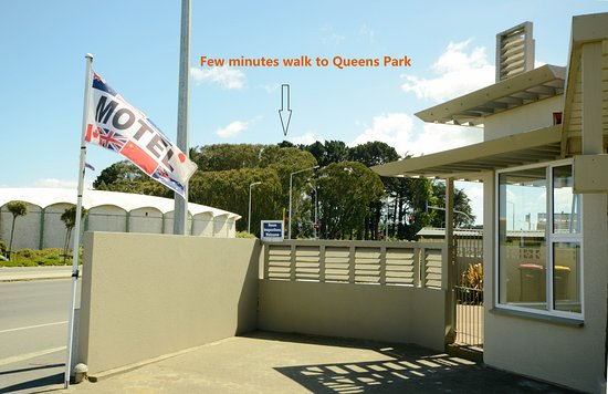 Tower Lodge Motel: Few minutes walk to Queens Park