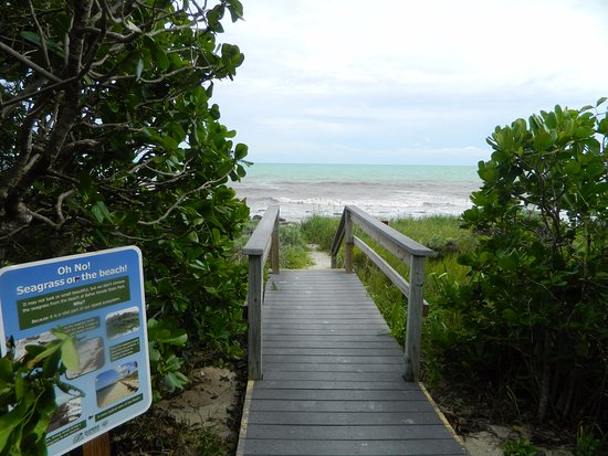 Bahia Honda State Park Campgrounds: The walkway from the beach to the bathrooms