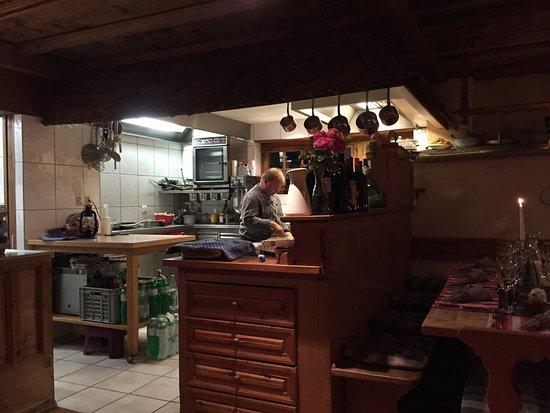 Casa da Luzi: Interno e tavolo
