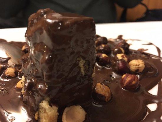 Siurana, España: Coc d'avellana amb xocolata