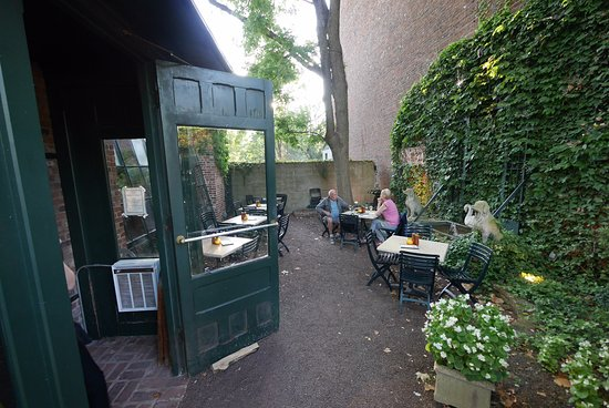 Lambertville, NJ: Courtyard.