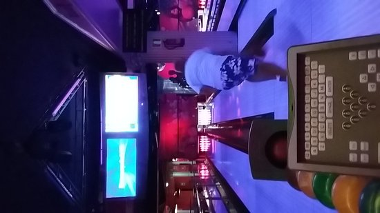 Cesar's Bowling & Bar: 20161103_221533_large.jpg