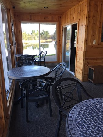 Tomahawk, WI: patio room
