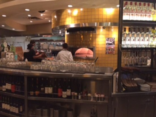 California Pizza Kitchen: Watching the food prep from the bar