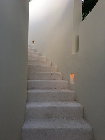 Rosewood Mayakoba: Stairs to the rooftop sun deck