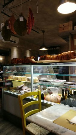 Gastronomia Le Tre Comari: barra, mostrador