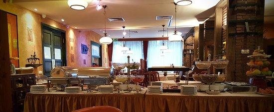 Hotel Charles: Hyggelig restaurant/morgenbord