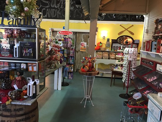 Pine Mountain, GA: Sugah Candy and Gifts