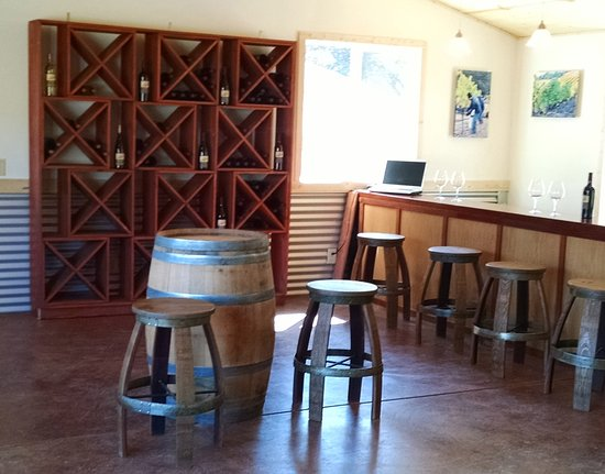 Philo, CA: Come visit our cozy tasting room