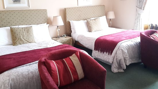 Number 10: Unser Zimmer - Twin Room