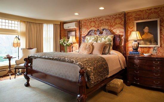 Ivy Lodge: Van Alen room- King Bed