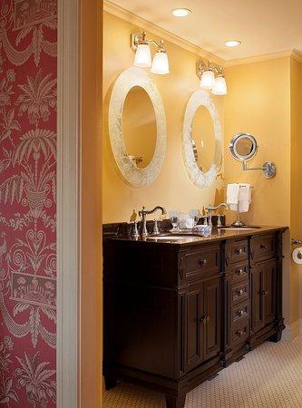 Ivy Lodge: Van Alen bath