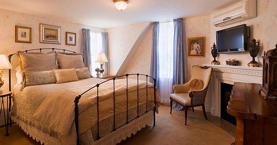 Ivy Lodge: Queen room on third floor