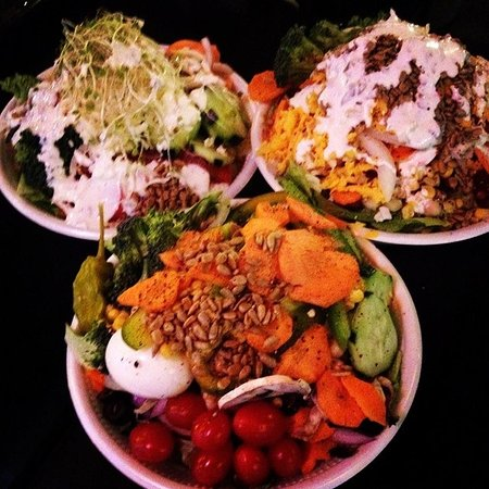 4th Street Pizza Company: Create your own salads.
