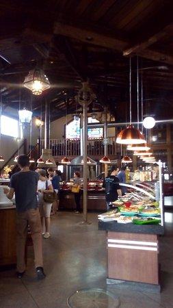 Restaurante Frei Damião Quinze: Salão com buffet