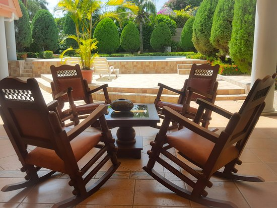 أوتيل لوس بينوس: terraza con vista a la piscina