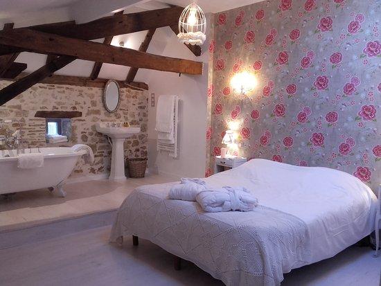 la maison bleue villereal frankrijk foto 39 s reviews. Black Bedroom Furniture Sets. Home Design Ideas
